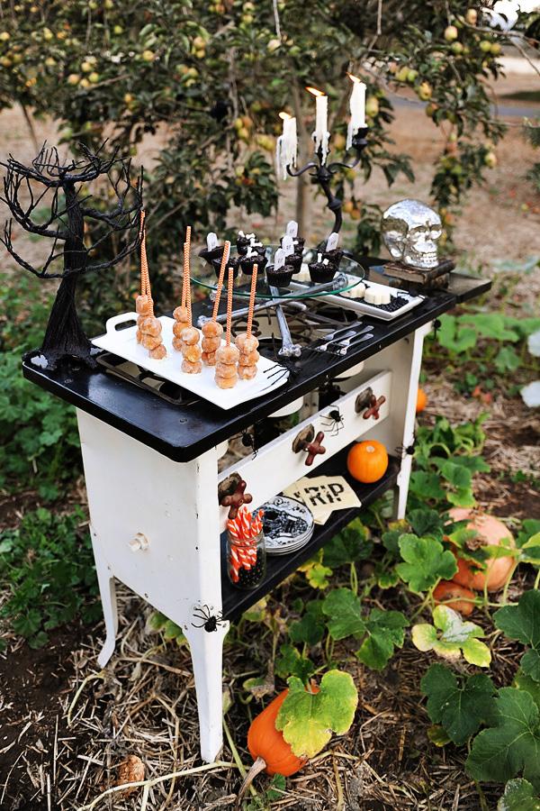 Halloween-dessert-table2